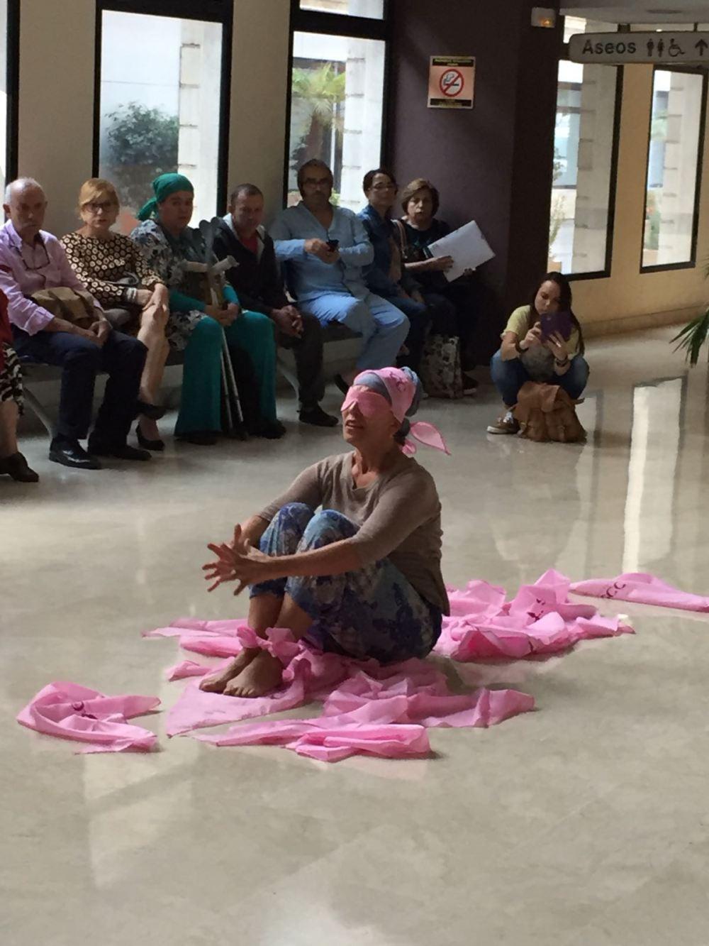 africa-moreno-bailando-el-dia-contra-el-cancer-de-mama