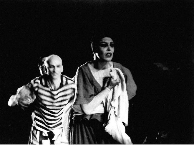 Homenaje a Pablo Picasso, durante el Festival del Generalife, en Granada, España. Coreografía de José Antonio Ruiz. Aquí estaba embarazada de mi hijo Pedro. En esta foto hay muchas emociones juntas. Bailo con Cesc Gelabert, bailarín contemporáneo, una persona muy especial.