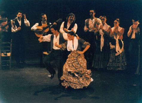 Buenos Aires, Argentina. Baile por Bulerías. Acompañada de buenos músicos, celebrando la fiesta junto a Antonio García con el que he pasado muy buenos momentos y disfrutado mucho en el escenario. Gracias Antoñito. En el Teatro Alcázar de Buenos Aires.
